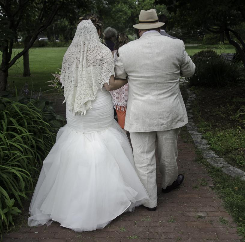 Bridal Couple Walking Away - Verona